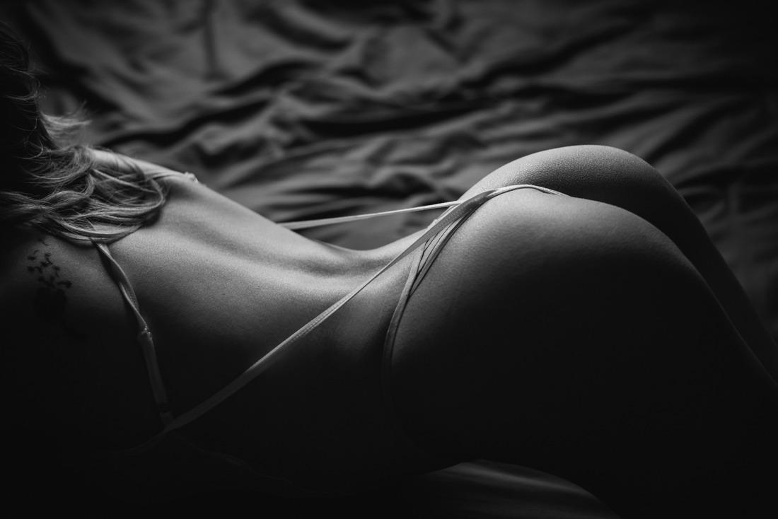 houston boudoir photography studio dramatic edgy tasteful images